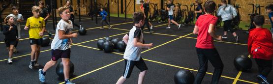 Enfants à un entrainement de CrossFit